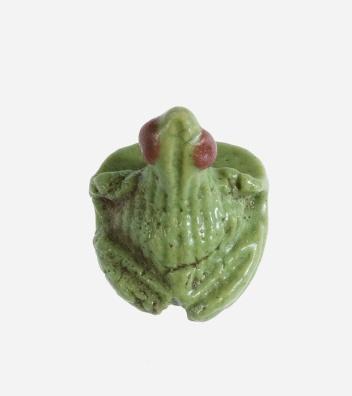 Faience frog seal amulet from Malqata (MMA 11.215.48)