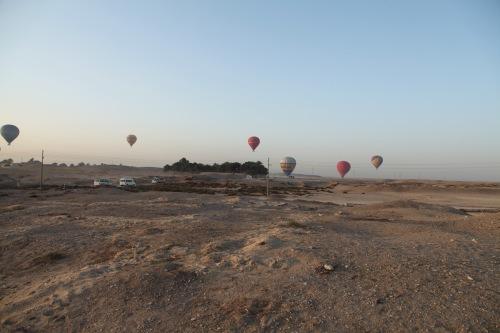jem_2013_1-23-balloons-landing-at-malqata-sm