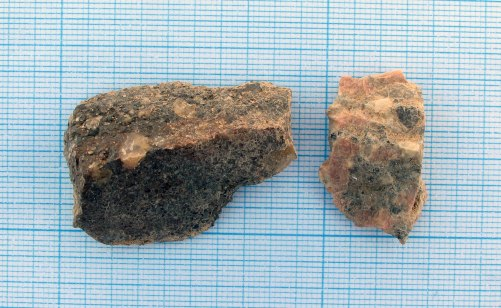 jemis-2017-n155e180-l_quartzitered-granite_2